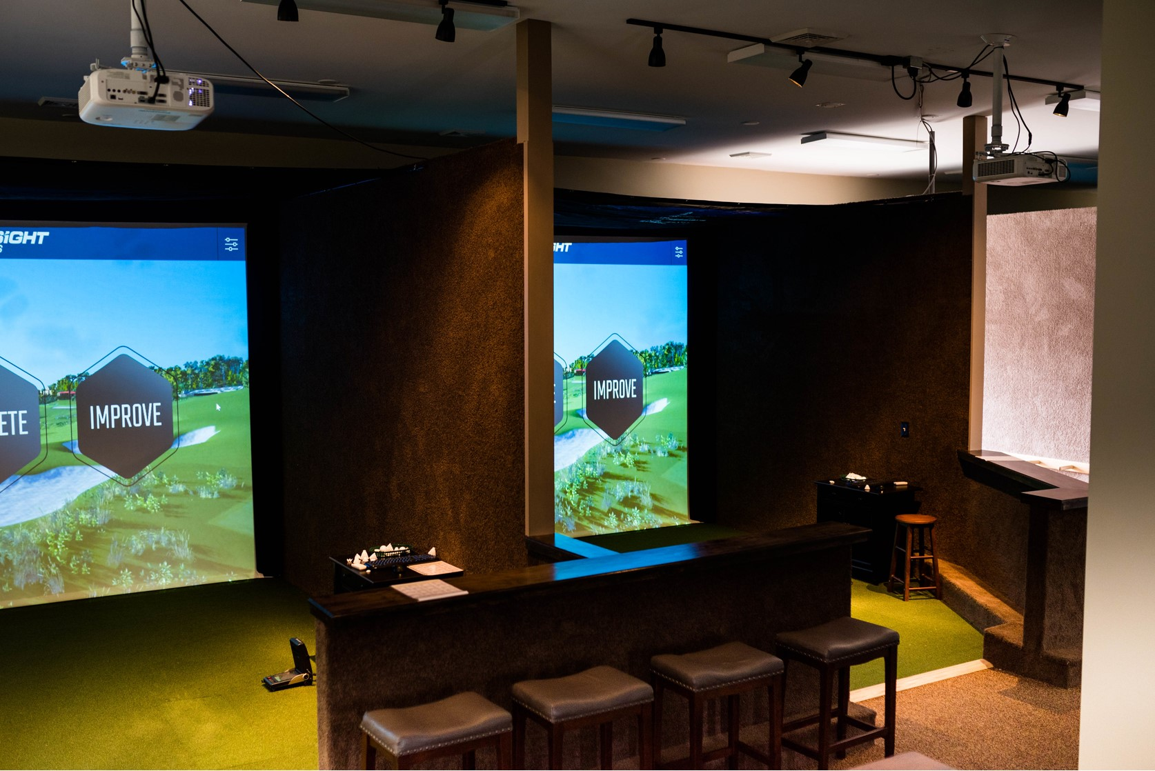 Play indoor virtual golf at Perry Indoor Golf and More in these golf bays.